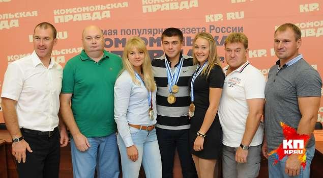 Волгоградские гребцы со своими наставниками.