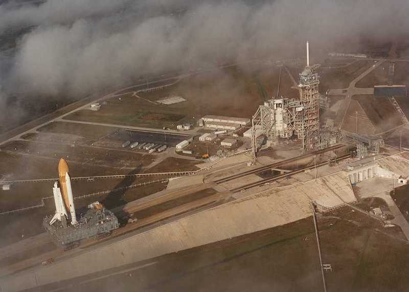 Space Shuttle Launch Pad 39A with Challenger STS-6 (1:144)